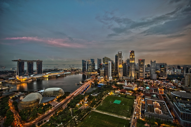 1_singapore_city_skyline_dusk_panorama_2011